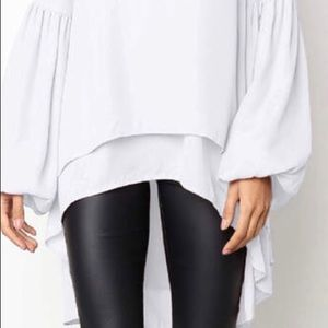 Like New! Hi low lantern sleeve blouse Xl